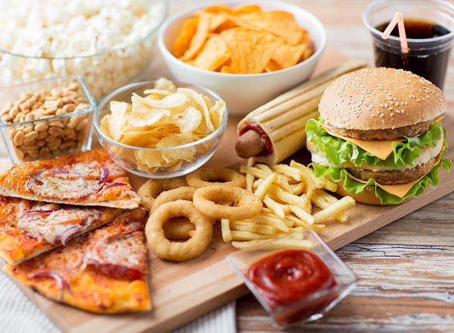 Không nên sử dụng thức ăn nhanh để ăn sáng