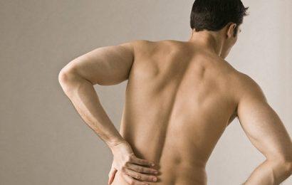 Nam giới cần cẩn trọng với bệnh viêm cột sống dính khớp