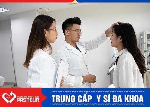 Chương trình đào tạo y sĩ đa khoa được cơ cấu thành 2 giai đoạn