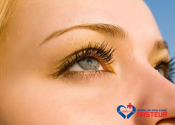 Nguyên nhân làm cho mắt bị khô