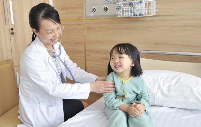 """Hướng dẫn cha mẹ cách chăm sóc con trẻ khi dịch cúm """"vào mùa"""""""